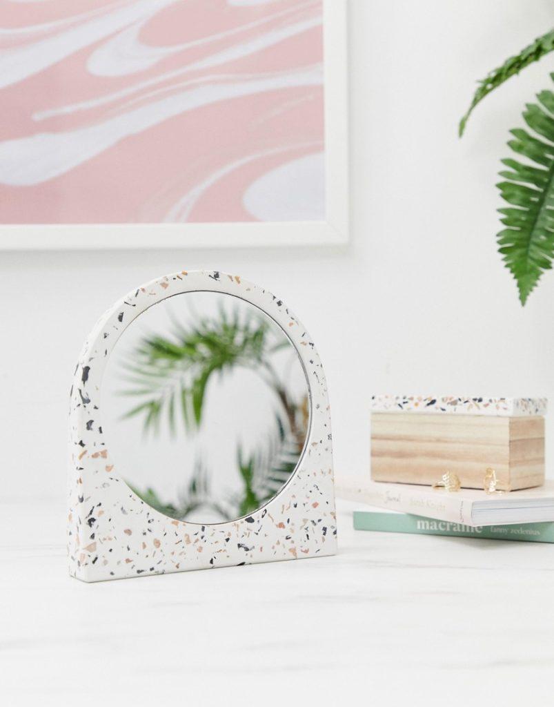 miroir terrazzo rond pour salle de bain tendance clemaroundthecorner