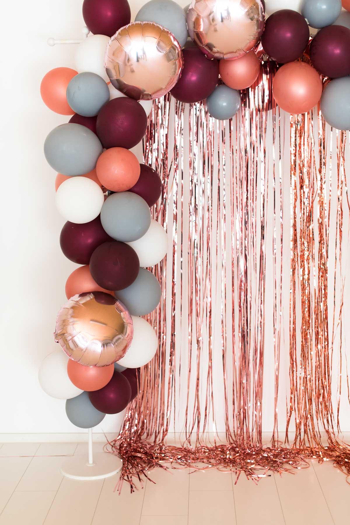 déco murale mariage originale photocall ballon guirlande nuance de rose corail argenté clemaroundthecorner