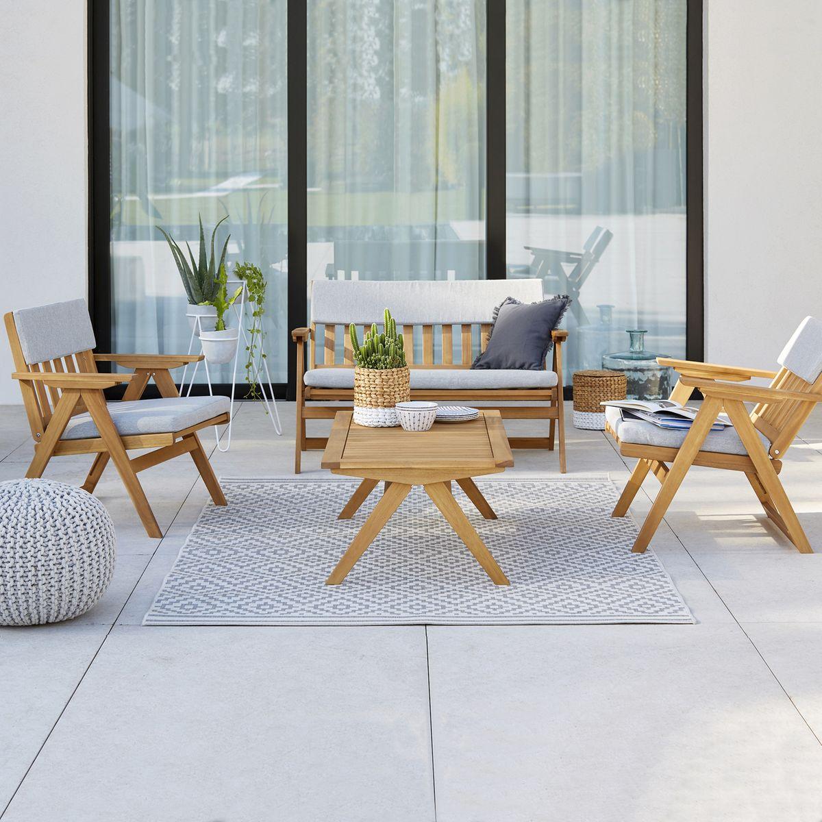 salon de jardin table basse bois rectangle chaise canapé coussin gris clemaroundthecorner