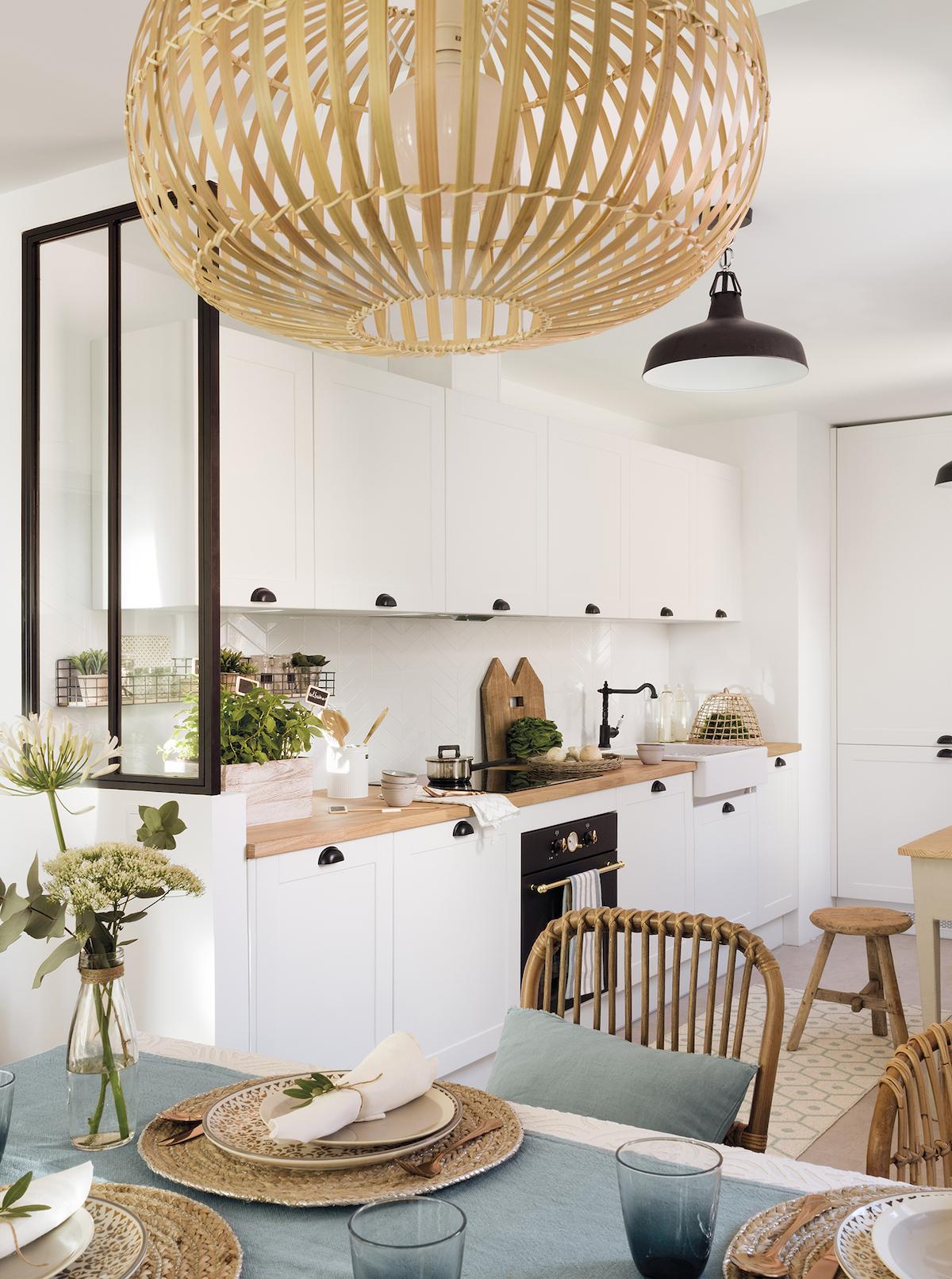 blog déco cuisine scandicraft bleu pastel blanc verrière metal