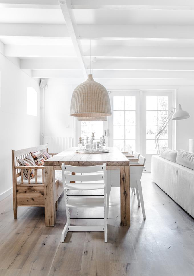 salle à manger blanc table bois brut chaise dépareillées bois tendance déco scandicraft clemaroundthecorner