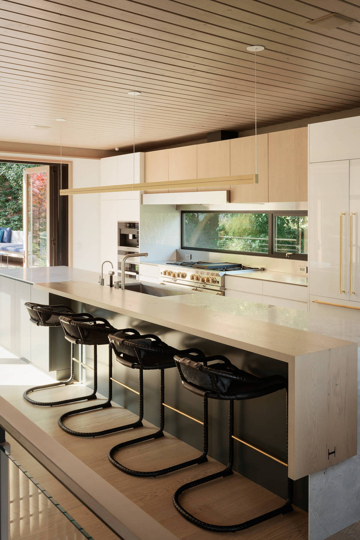 cuisine ouverte porte fenêtre vitrée - blog déco - clemaroundthecorner
