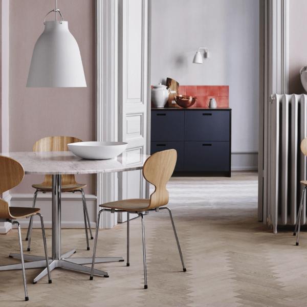 chaise fourmi d'Arne Jacobsen salle à manger parquet appartement design - blog déco - clem around the corner