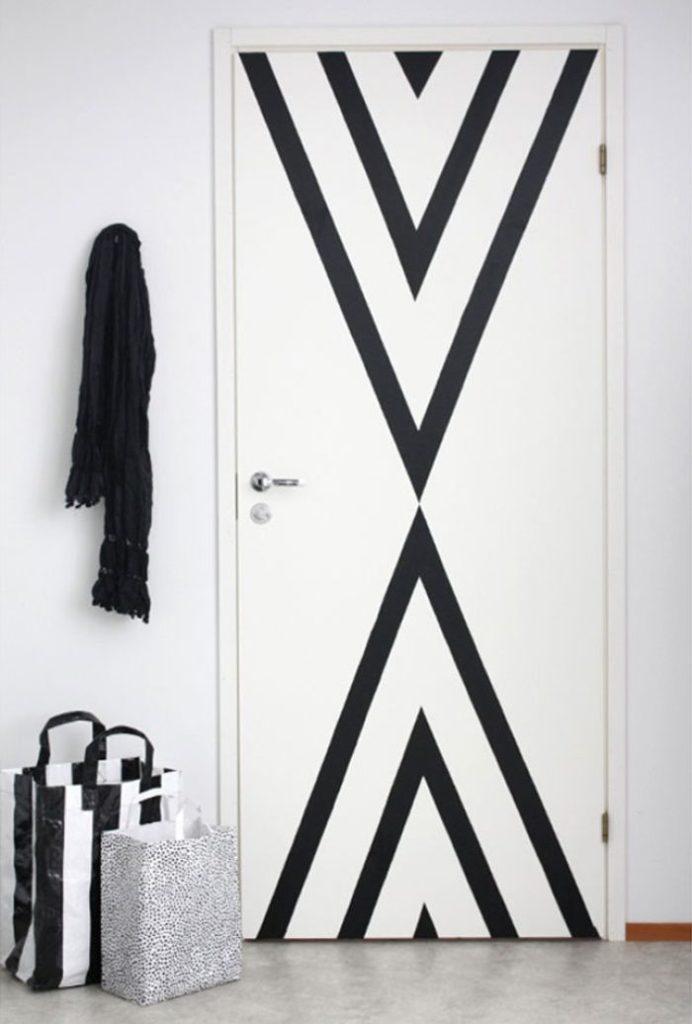 astuces étudiantes porte masking tape triangle noir - blog déco - clem around the corner
