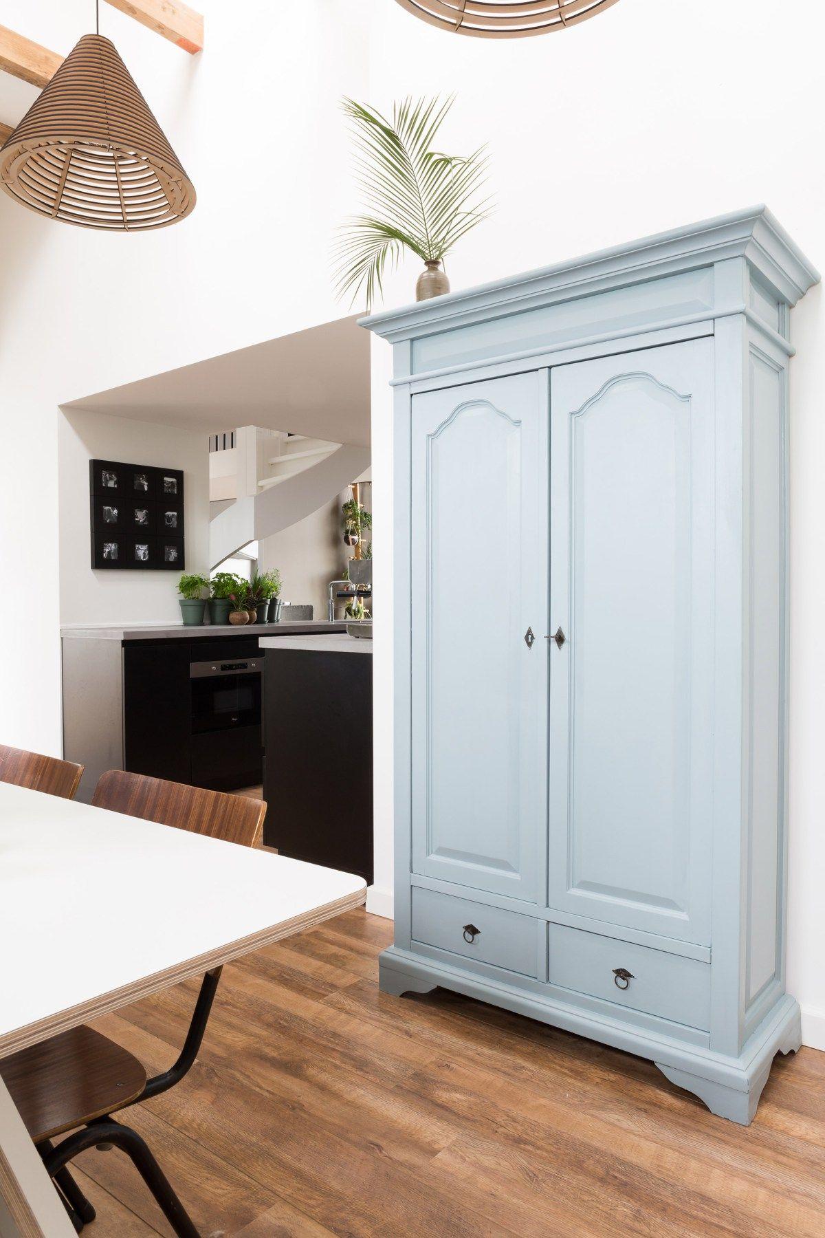 customiser meuble vintage bois bleu pastel astuce étudiante diy - blog déco - clem around the corner