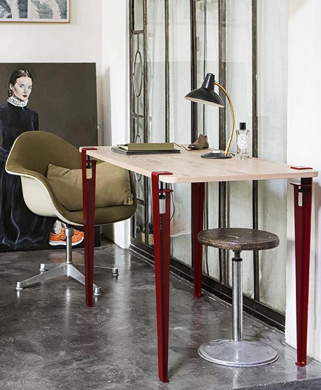 astuces étudiantes pieds bureau métallique rouge fauteuil rond - blog déco - clem around the corner
