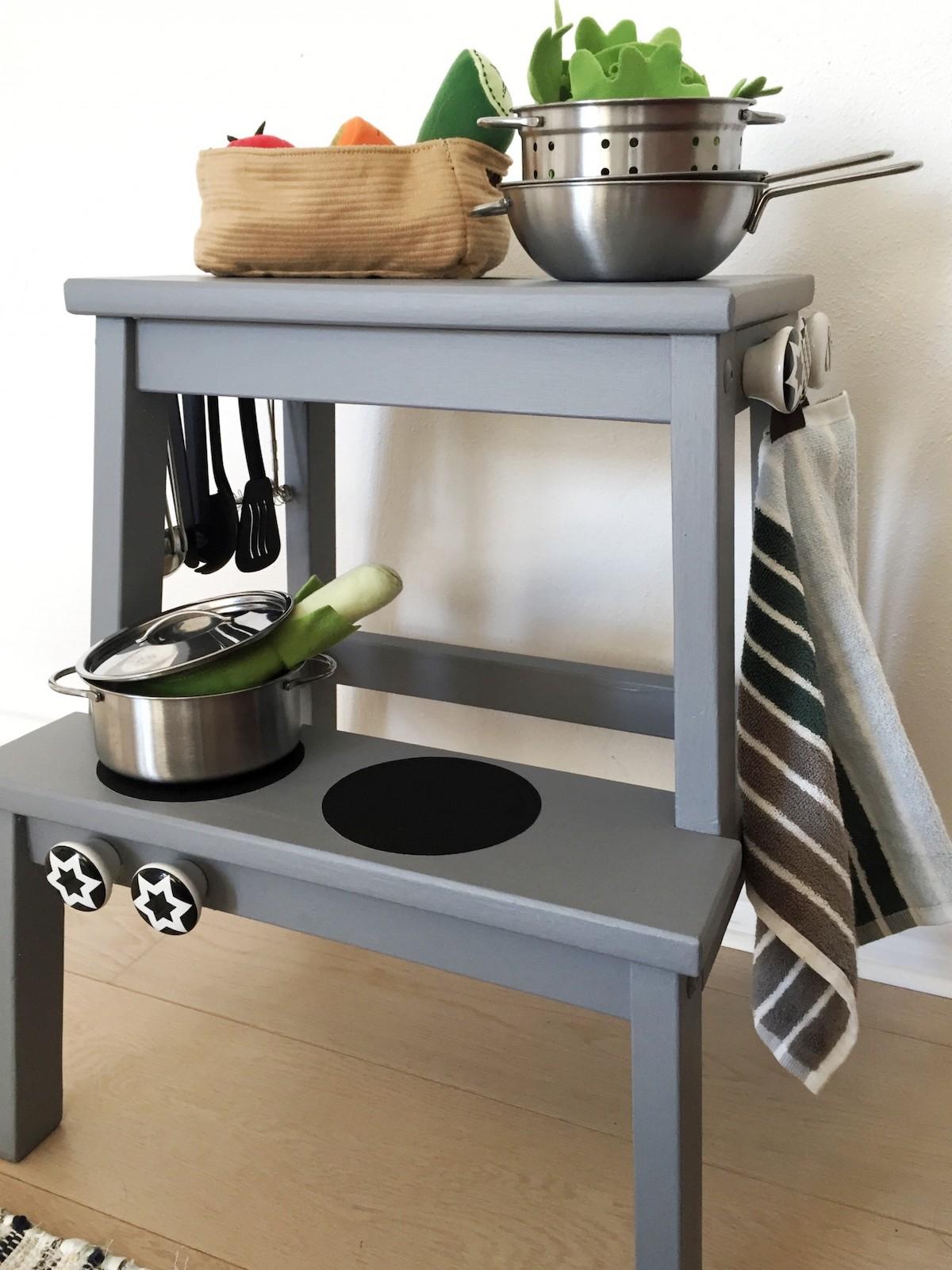 tabouret bois gris cuisinière enfant - blog déco - clem around the corner