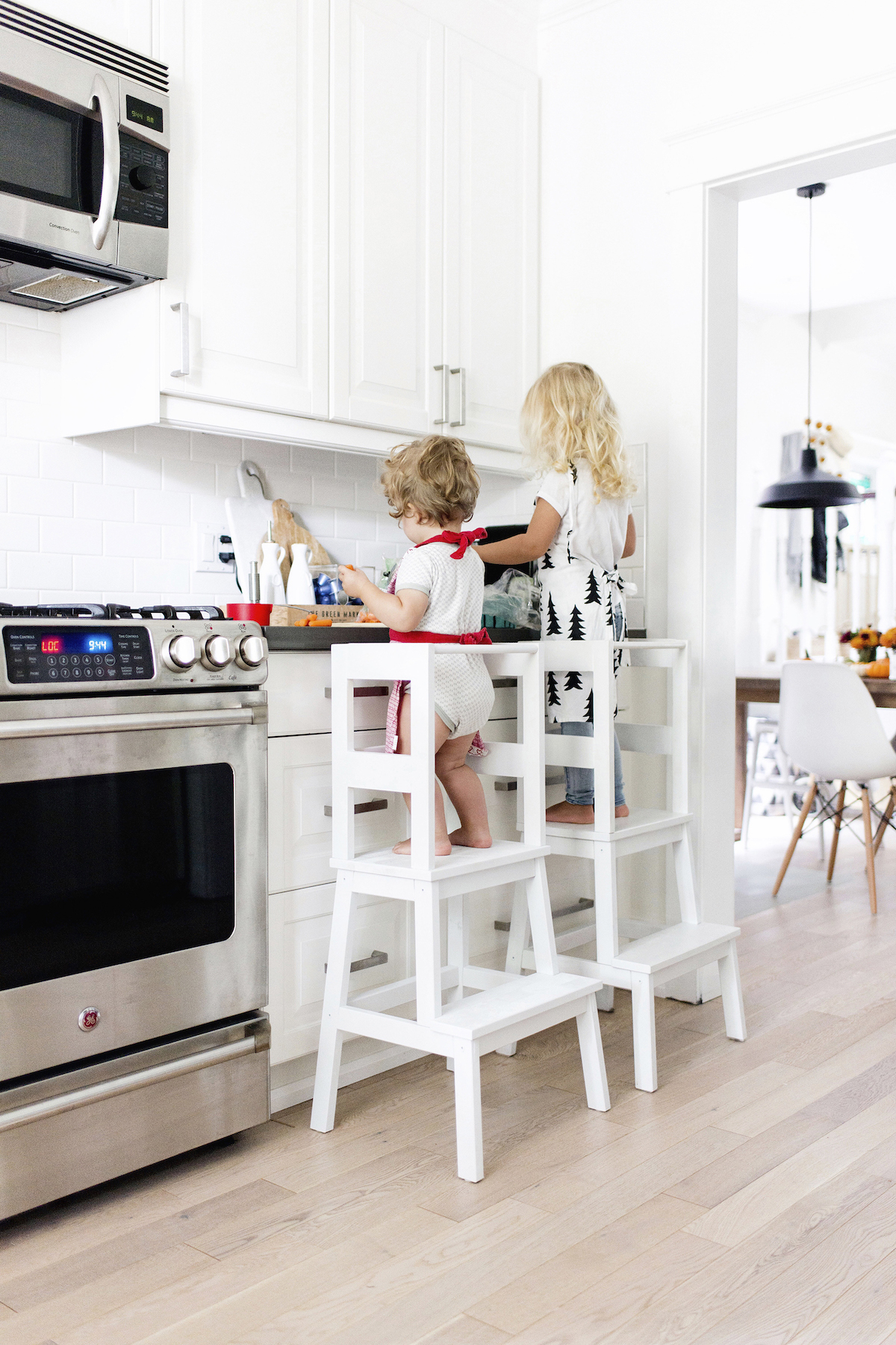 escabeau bois blanc cuisine ikea hacks mobilier enfant - blog déco - clem around the corner
