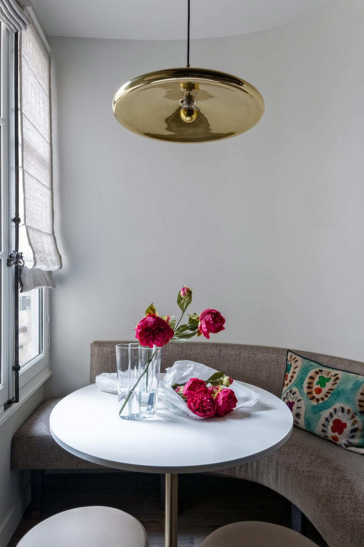 déco en bois cuisine banquette grise table ronde blanche - blog déco - clem around the corner