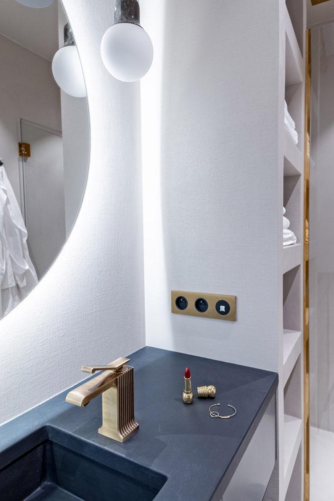 déco en bois salle de bain design contemporain robinet doré - blog déco - clem around the corner