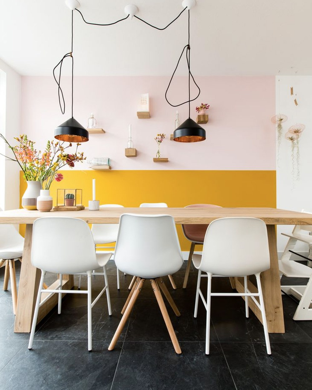 rose blush salle à manger style scandinave mur bicolore jaune - blog déco - clem around the corner