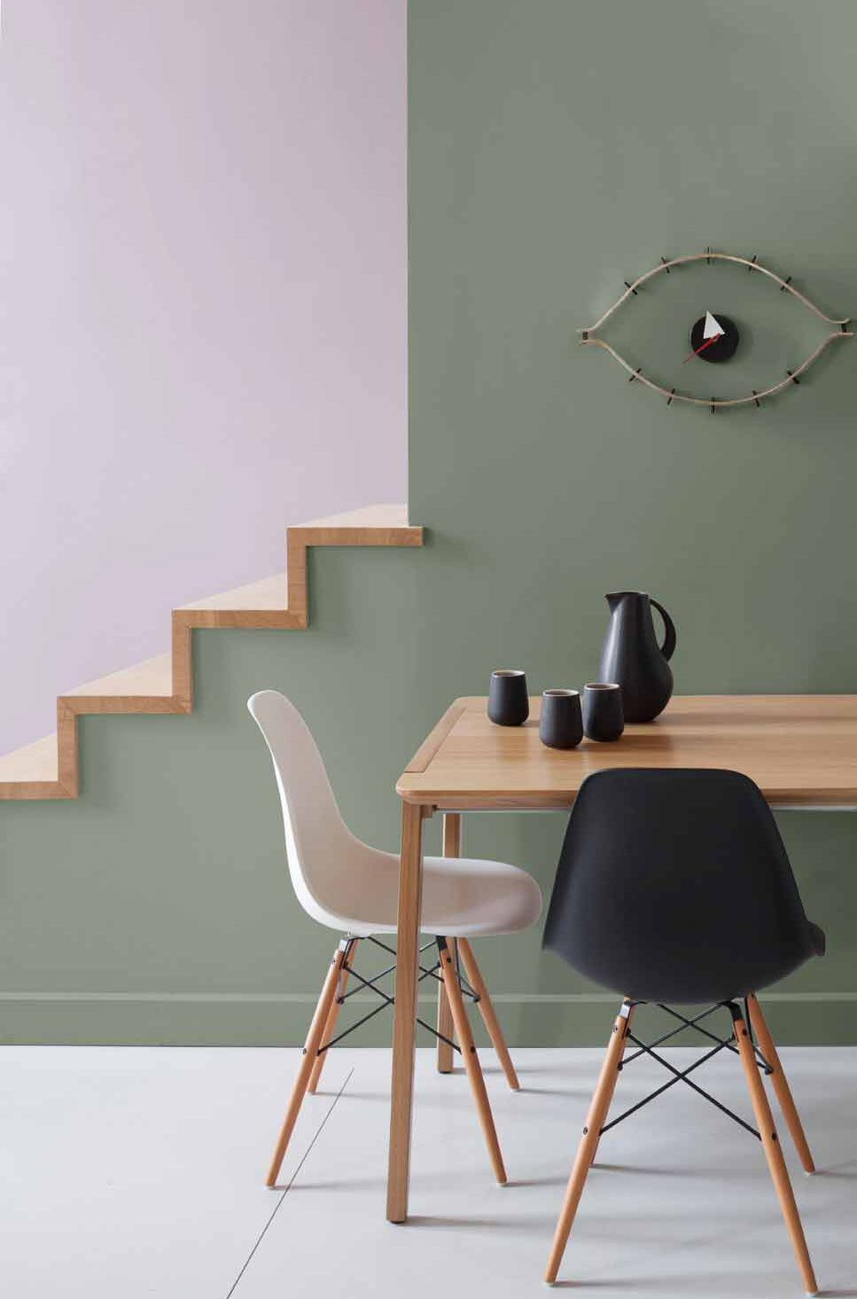 rose blush salle à manger escalier mur kaki chaise scandinave - blog déco - clem around the corner