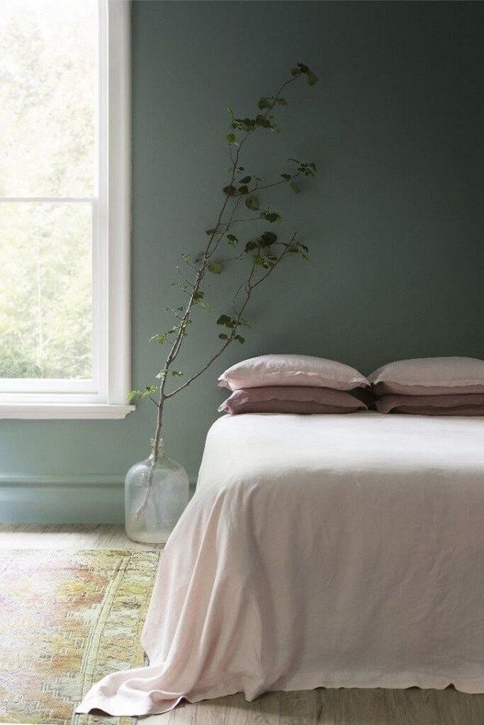 rose blush chambre nature mur vert kaki plante tapis - blog déco - clem around the corner