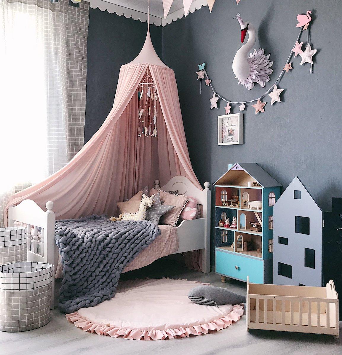 rose blush chambre enfant gris bucolique couleurs douces jeu bois - blog déco - clem around the corner