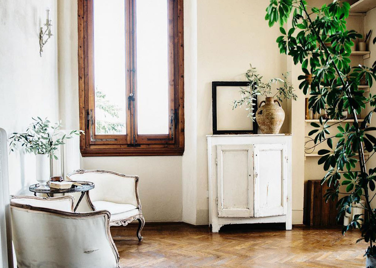 maison style italien fauteuils vintage olivier parquet décoration rustique - blog déco - clem around the corner