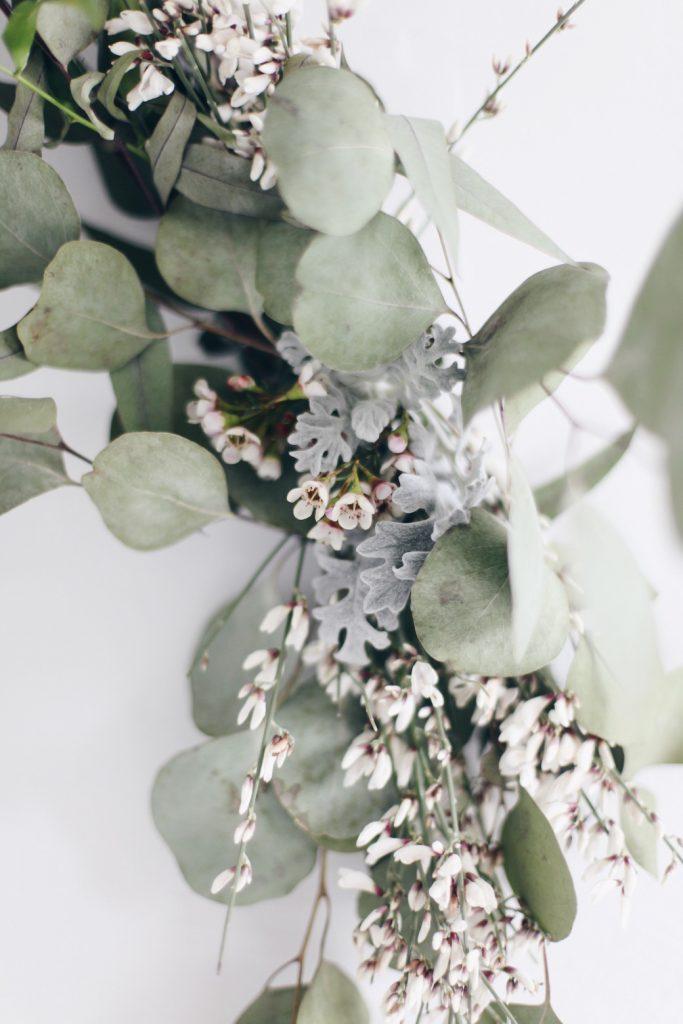 couronne de noël eucalyptus fleurs et feuilles naturelles - blog déco - clem around the corner