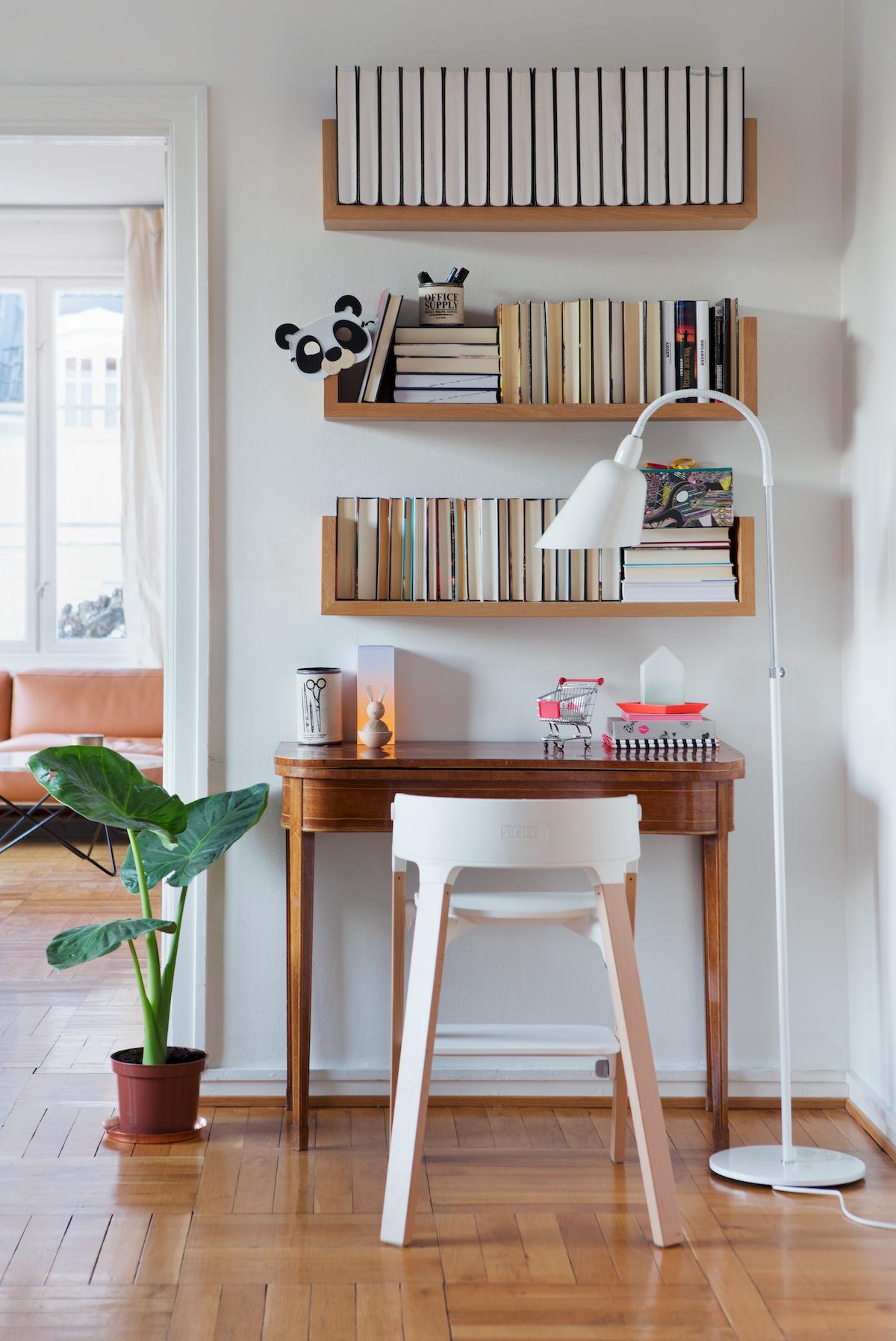 bureau faible profondeur bois décoration éclectique esprit vintage étagère en bois - blog déco - clem around the corner