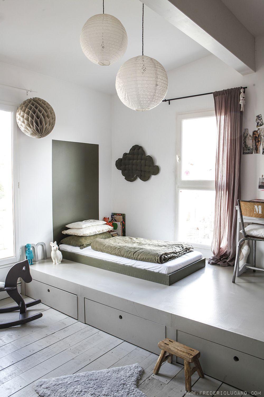 chambre enfant kaki tête de lit peinture verte cheval à bascule - blog déco - clem around the corner