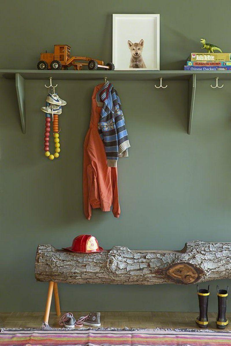 chambre enfant kaki mur banc tronc arbre porte manteau tableau loup - blog déco - clem around the corner