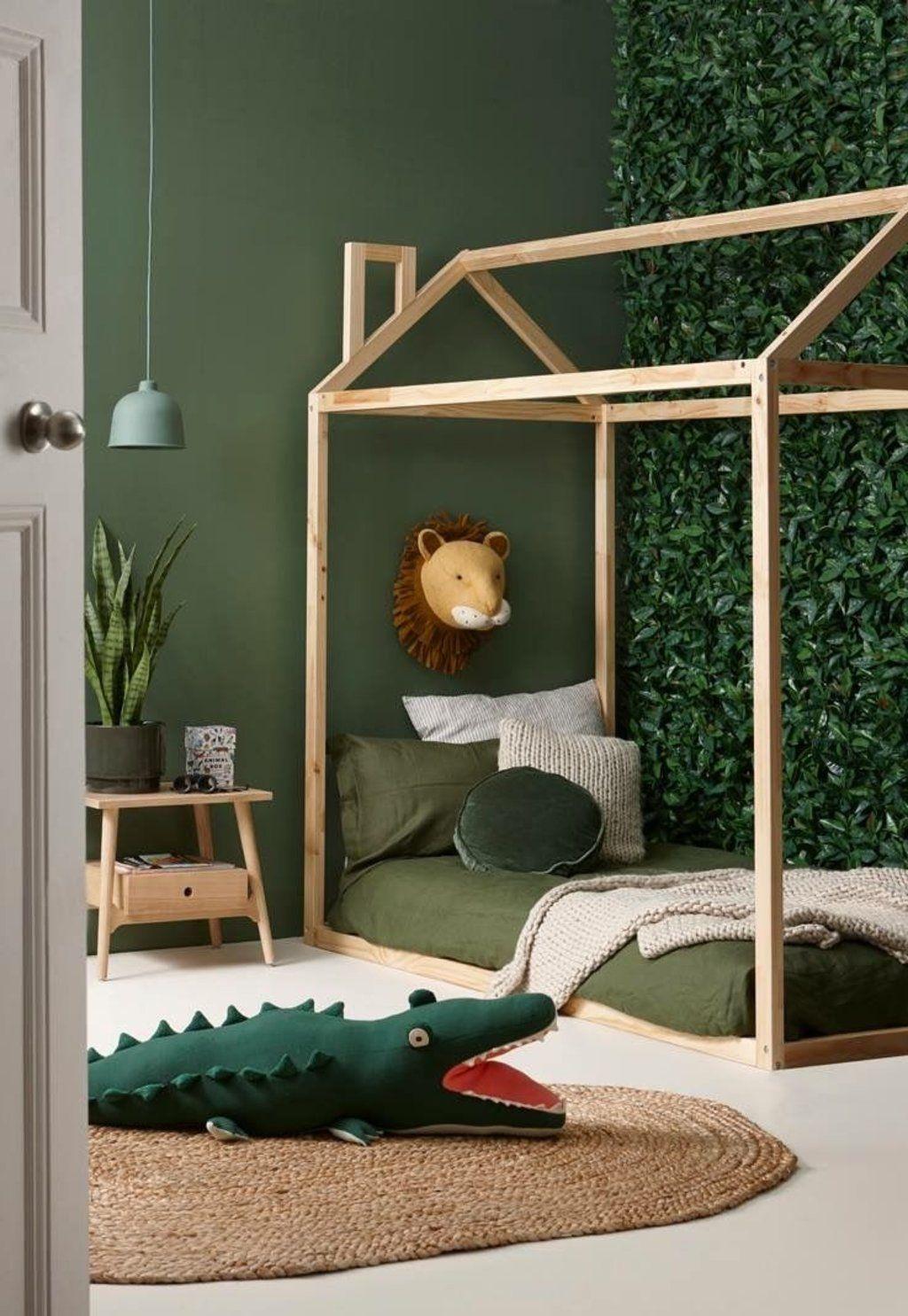 chambre enfant kaki lit cabane bois style urban jungle - blog déco - clem around the corner