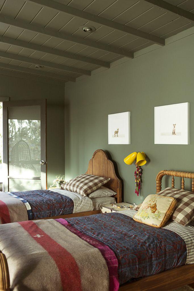 chambre enfant kaki double lit lampe murale jaune drap vintage - blog déco - clem around the corner