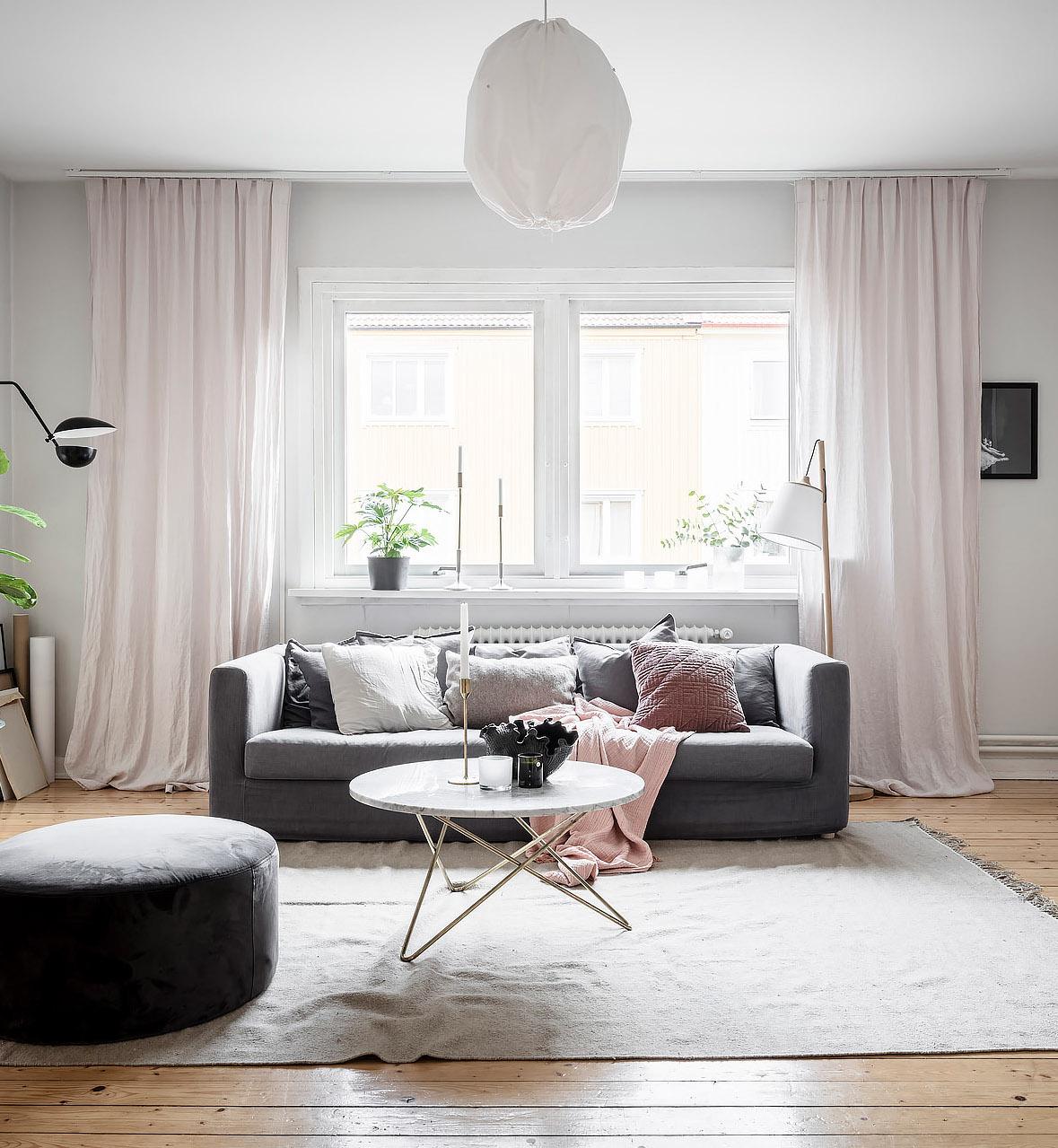 papier peint salon spacieux lumineux rose gris blanc laiton moderne - blog déco - clem around the corner