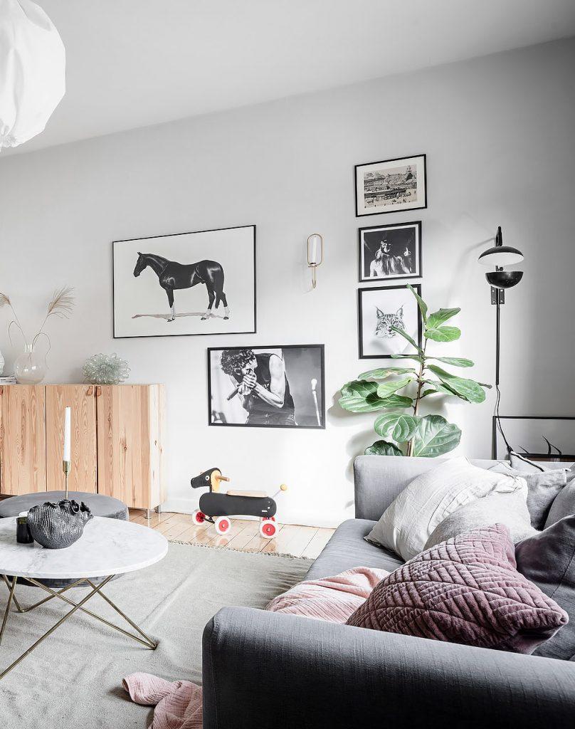 papier peint salon lumineux table marbre blanc jeu enfant bois - blog déco - clem around the corner