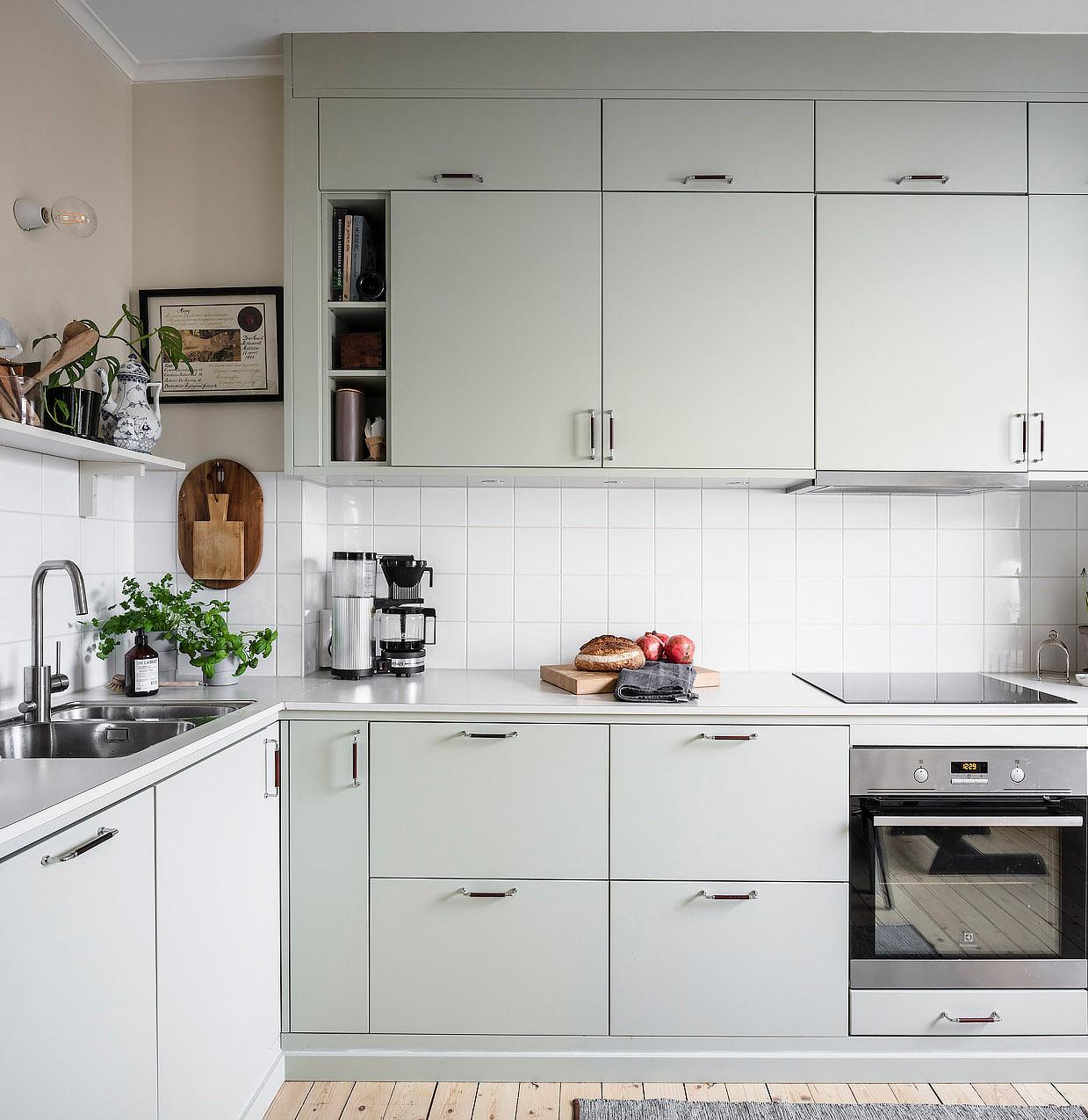 papier peint cuisine vert jade rose pastel mobilier parquet bois - blog déco - clem around the corner