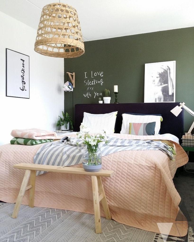 rose blush chambre nature mur kaki banc bois - blog déco - clem around the corner