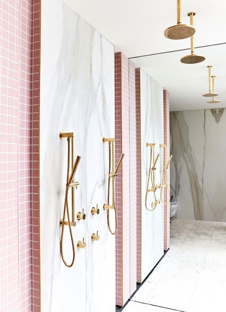 rose blush douche italienne marbre blanc laiton carrelage - blog déco - clem around the corner