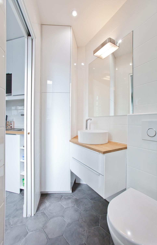 clemaroundthecorner studio étudiant 15m2 salle de bain lumineuse moderne blanche bois carrelage béton