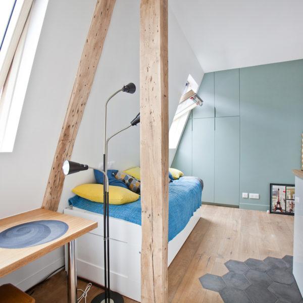 clemaroundthecorner studio étudiant 15m2 vert céladon bois blanc lumineux