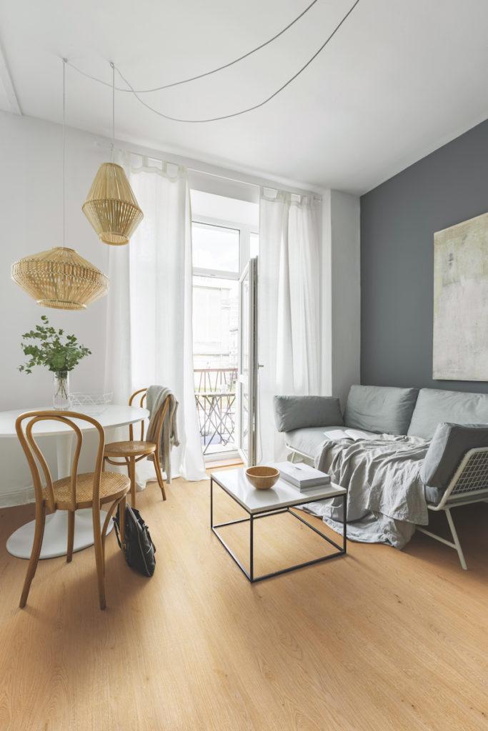 WISE sol revêtement naturel en liège séjour salon salle à manger canapé rotin - blog déco - décoration - clemaroundthecorner