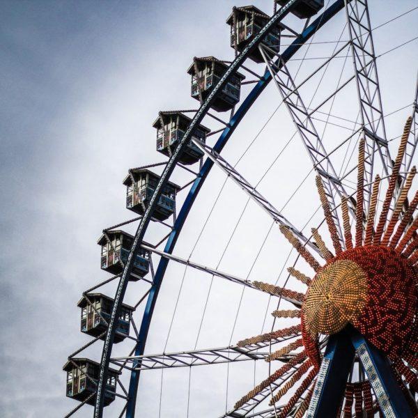 anniversaire sur le thème de la fête foraine grande roue - blog déco - clemaroundthecorner