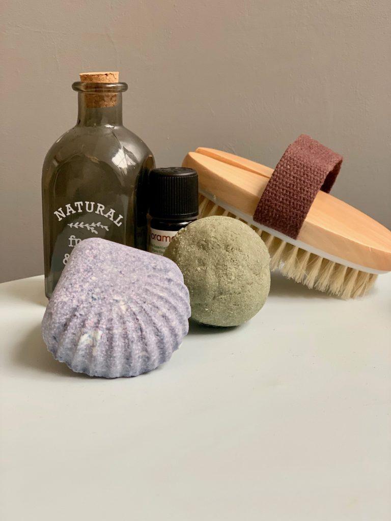 bombes de bains facon lush argile colorant bio en forme de coquillage pour le bain déco clematc