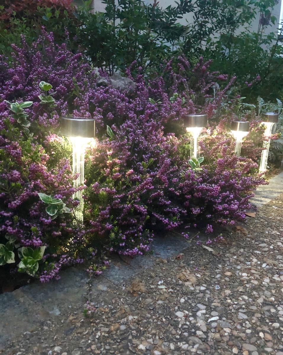 lampes solaires Nortene chemin de lumières éclairage extérieur - blog déco - clemaroundthecorner