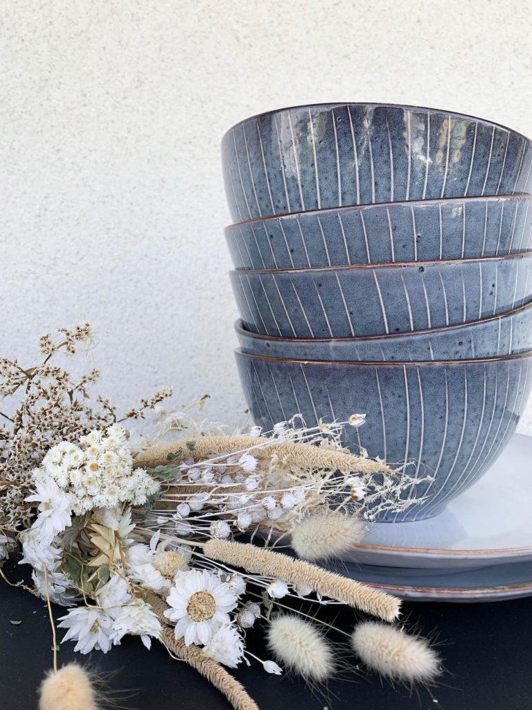clemaroundthecorner déco fleurs séchées bol bleu saladier style rustique