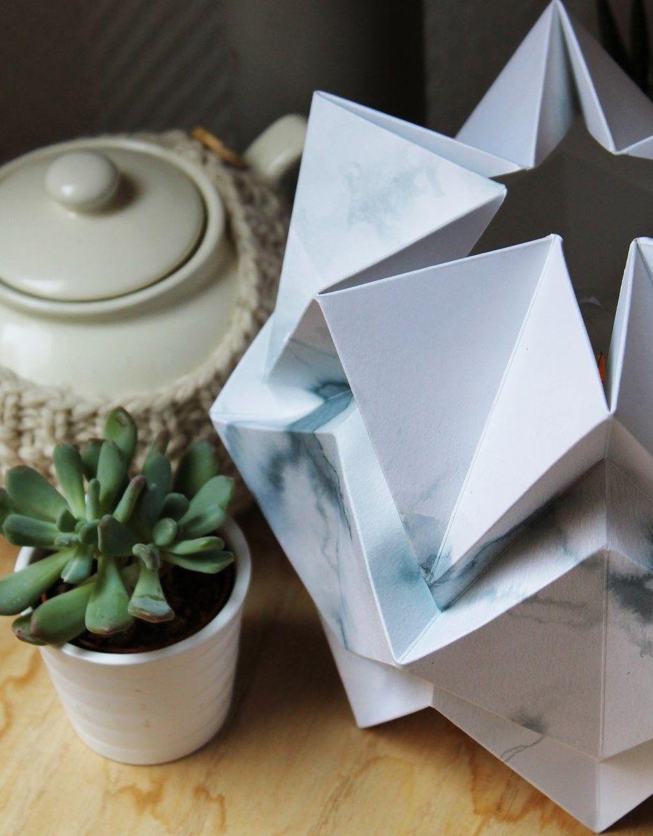 luminaire en papier aquarelle bleu blanc salon nature plante grasse