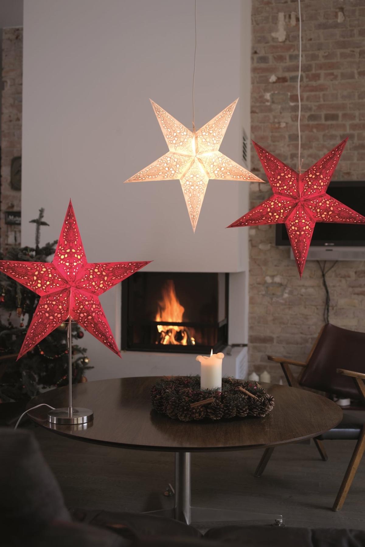 clemaroundthecorner salon cheminé suspension étoile blanc rouge déco noël