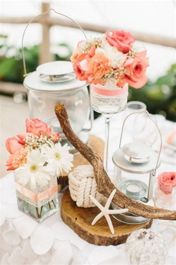 clemaroundthecorner déco table bois étoile coquillage fleurs corail mariage été
