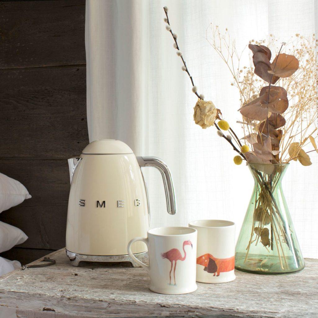 bouilloire smeg electromenager cuisine tasse déco décoration retro vintage maison de campagne clematc