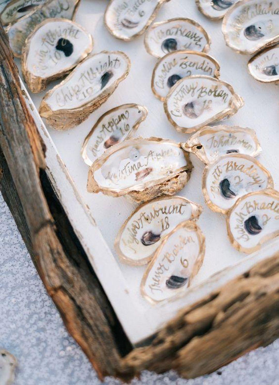 clemaroundthecorner marque place coquillage doré blanc nacré déco mariage océanique