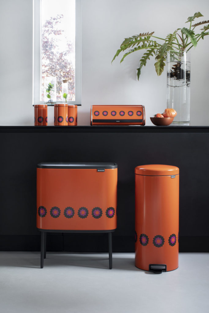 brabantia a 100 ans poubelle rétro vintage fleur orange - blog déco - clem around the corner