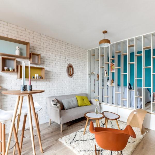 clemaroundthecorner salon chambre studio optimisé scandi blanc turquoise