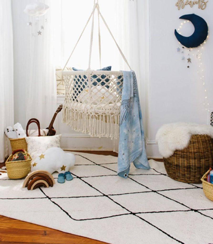 chambre enfant tapis berbère noir et blanc à frange