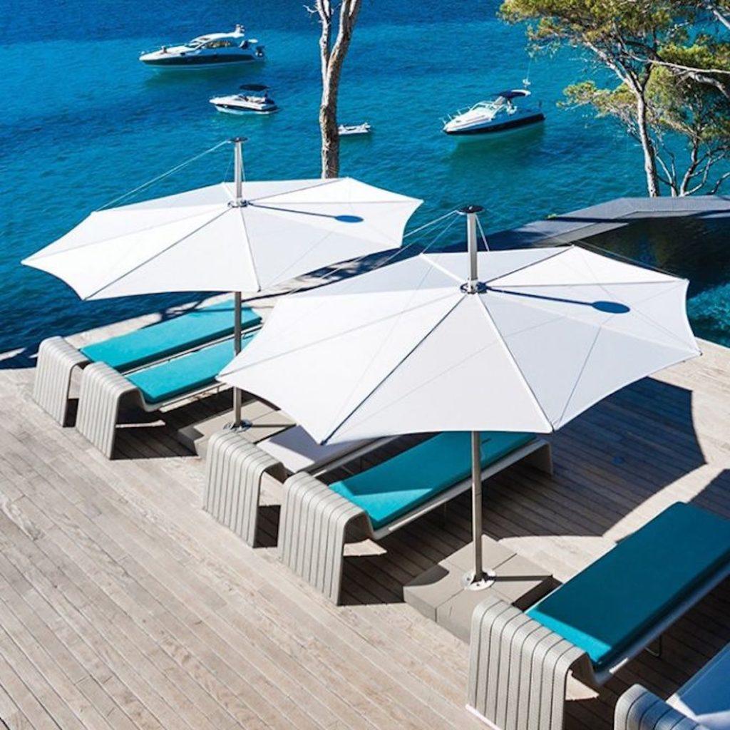 parasol design blanc terrasse bord de mer transat - blog déco - clemATC