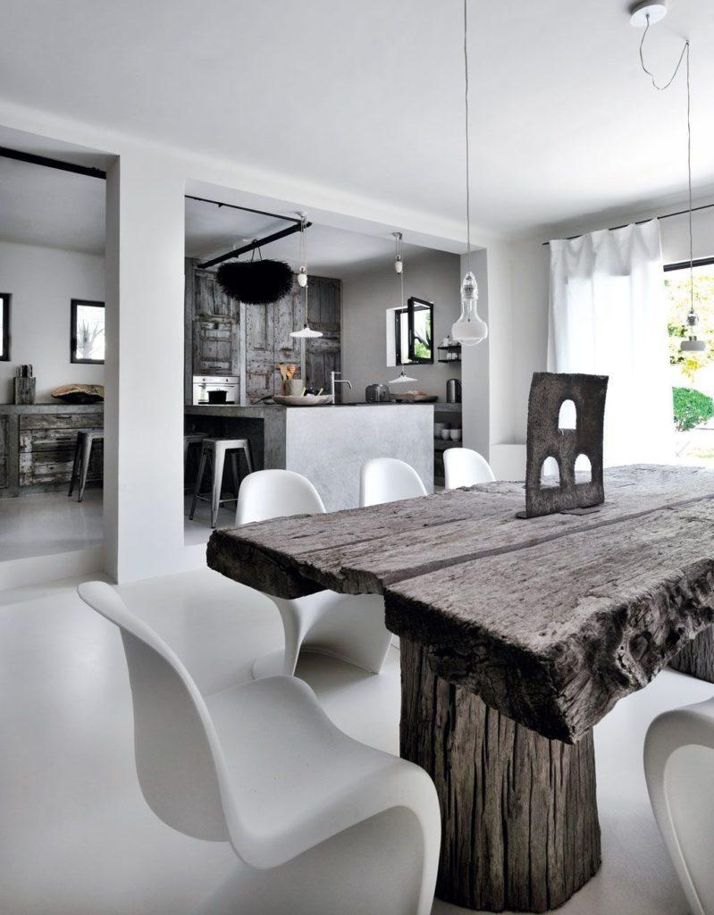 table bois brut chaise moderne ronde blanche plastique salon lumineux scandinave
