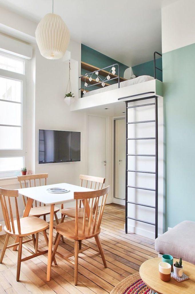 studio parisien appartement paris 18m2 lit mezzanine parquet bois séjour ouvert salle à manger - blog déco - clem around the corner