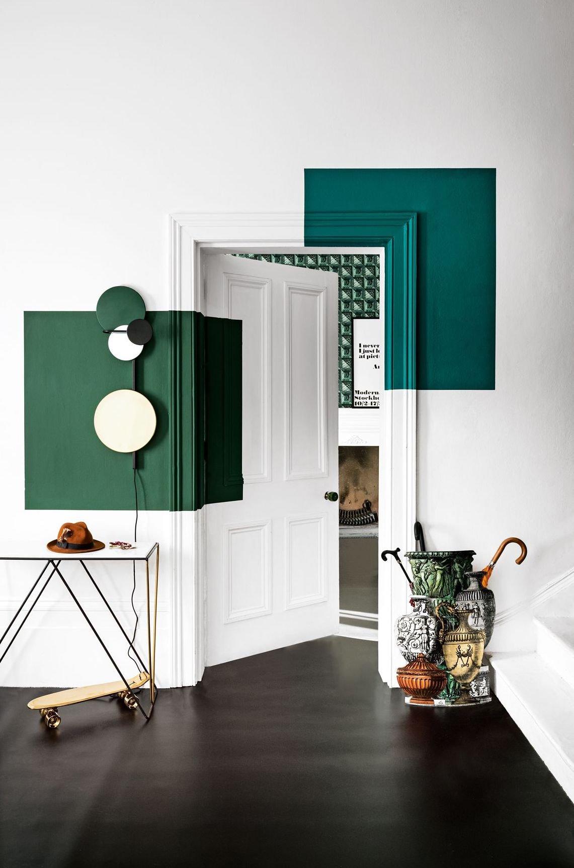 blog déco couloir blanc épuré lumineux vert forêt sol parquet laiton