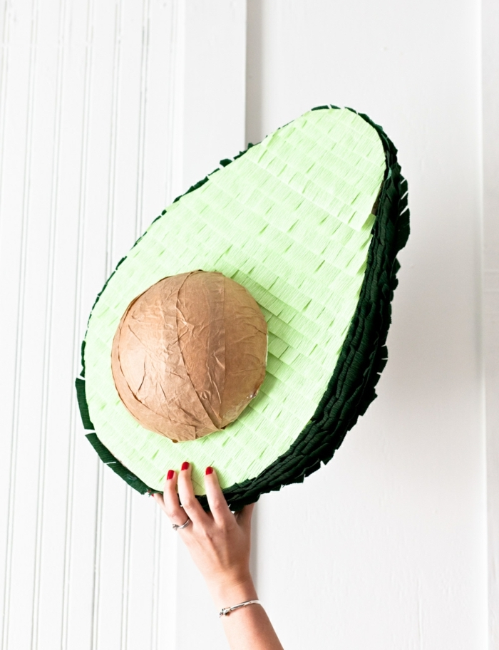 joyeux anniversaire piñata forme avocat rigolo cadeau original
